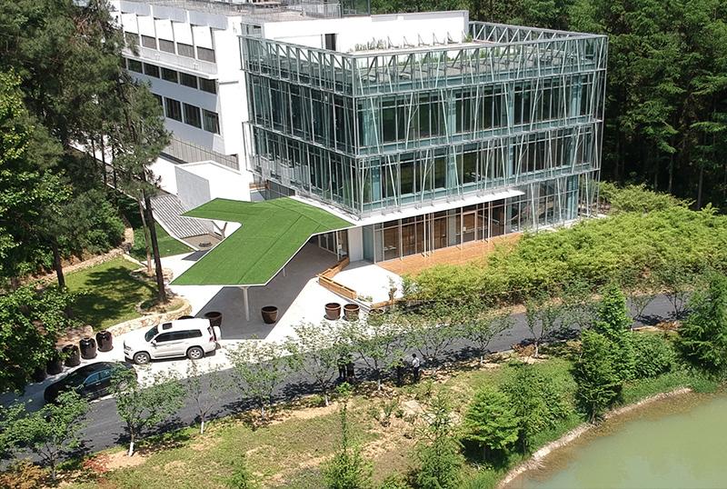 绿景堂超薄钢雨棚