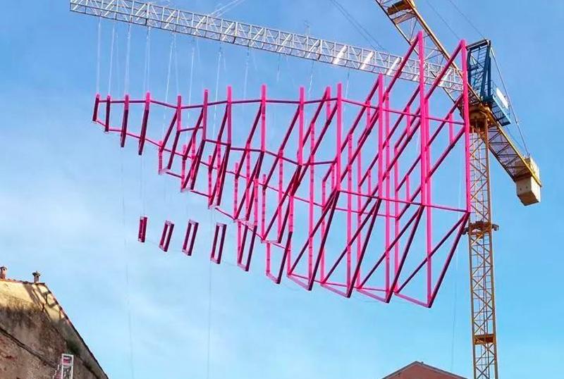 米丘・威尼斯双年展雕塑——飞翔的船